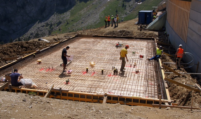 Chantier en cours jaquet sa for Construction piscine tva